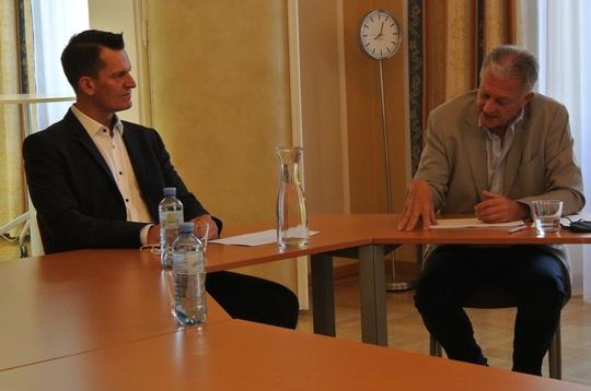Bundesminister Mückstein im Gespräch mit Amtsleiter Harald Gruber